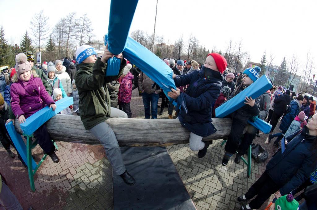 фигуры машущие фото с масленицы в парке гагарина челябинск потери одной организации